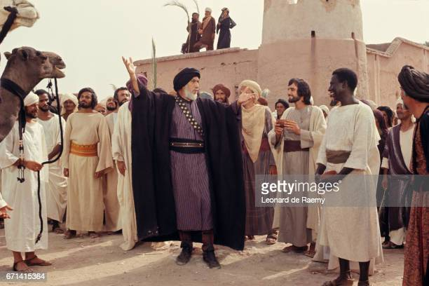 Anthony Quinn as Hamza on the set of The Message