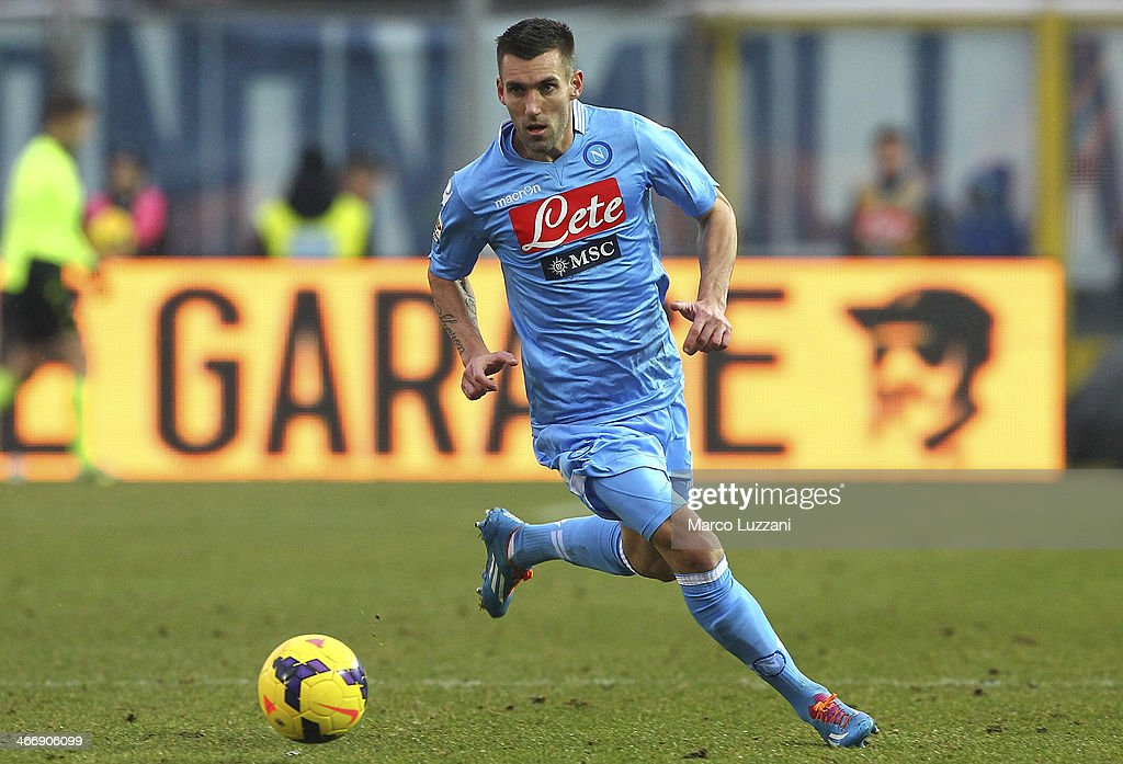 <a gi-track='captionPersonalityLinkClicked' href=/galleries/search?phrase=Anthony+Reveillere&family=editorial&specificpeople=221020 ng-click='$event.stopPropagation()'>Anthony Reveillere</a> of SSC Napoli in action during the Serie A match between Atalanta BC and SSC Napoli at Stadio Atleti Azzurri d'Italia on February 2, 2014 in Bergamo, Italy.