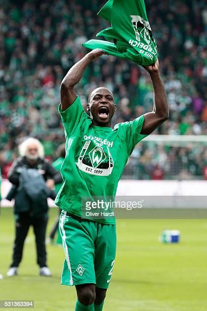 Anthony Ujah of Bremen celebrate after the Bundesliga match SV Werder Bremen and Eintracht Frankfurt at Weserstadion on May 14 2016 in Bremen Germany