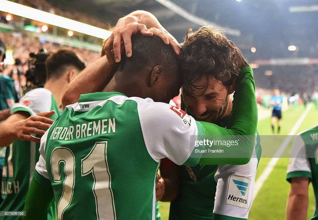 Anthony Ujah of Werder Bremen (21) celebrates with team mates as he scores their sixth goal during the Bundesliga match between Werder Bremen and VfB Stuttgart at Weserstadion on May 2, 2016 in Bremen, Germany.