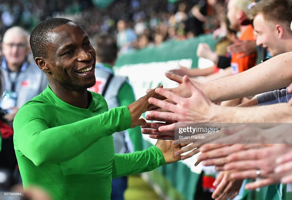 <a gi-track='captionPersonalityLinkClicked' href=/galleries/search?phrase=Anthony+Ujah&family=editorial&specificpeople=7910849 ng-click='$event.stopPropagation()'>Anthony Ujah</a> of Werder Bremen shakes hands with fans after a 6:2 victory in the Bundesliga match between Werder Bremen and VfB Stuttgart at Weserstadion on May 2, 2016 in Bremen, Germany.