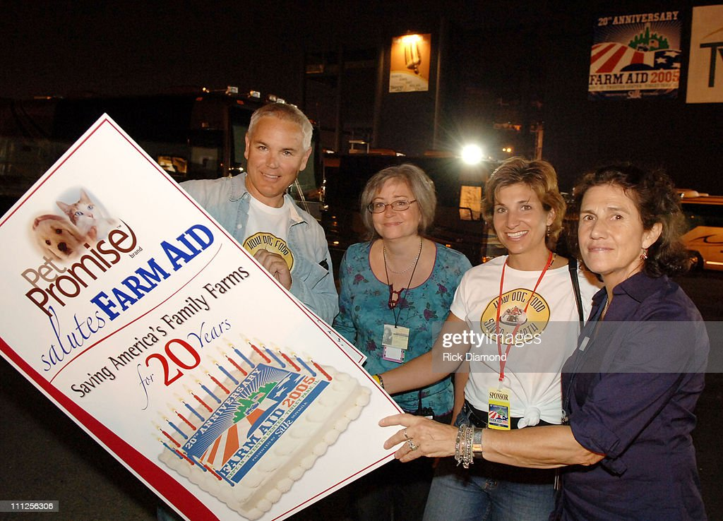 Anthony Zolezzi, Pet Promise, Glenda Yoder, Farm Aid, Julie Mueller, Pet Promise and Carolyn Mulgar, Farm Aid