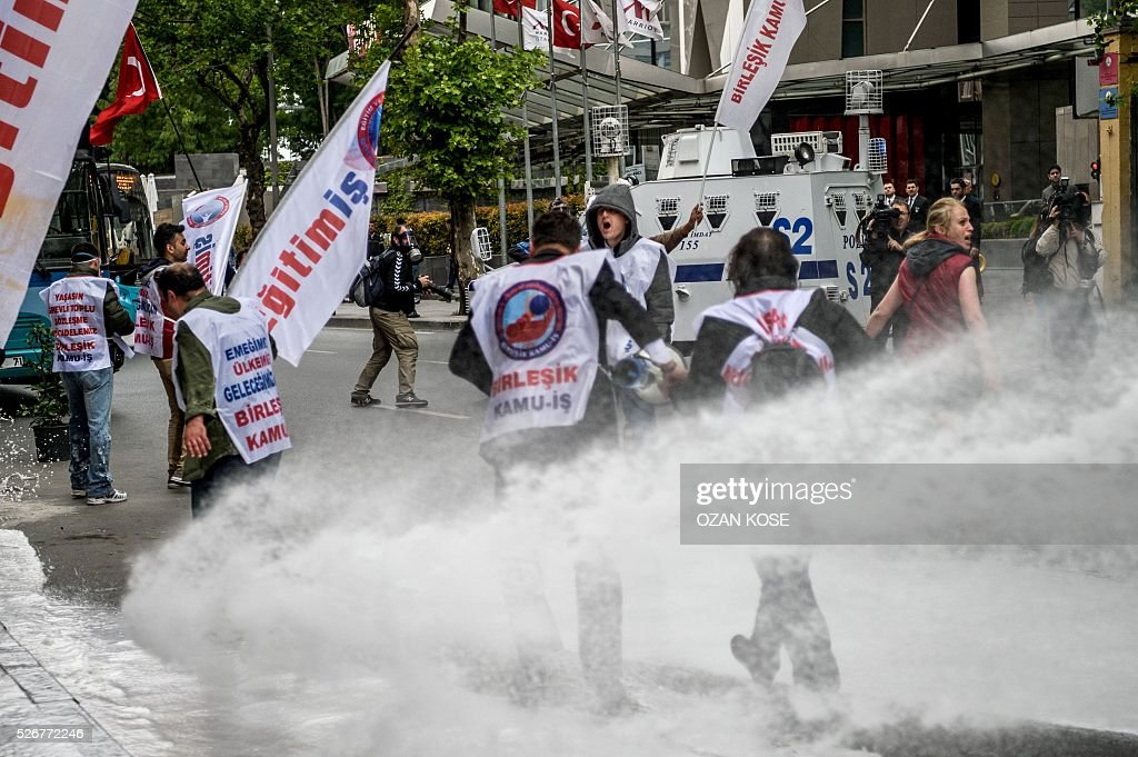 Anti riot police use water cannons to disperse protestors during clashes during a May Day rally in Sisli, a municipality of Istanbul, on May 1, 2016. Turkish labour activists and leftists marked the annual May Day holiday, with thousands of security deployed and bracing for trouble after the authorities refused to allow protests in central Taksim Square. / AFP / OZAN