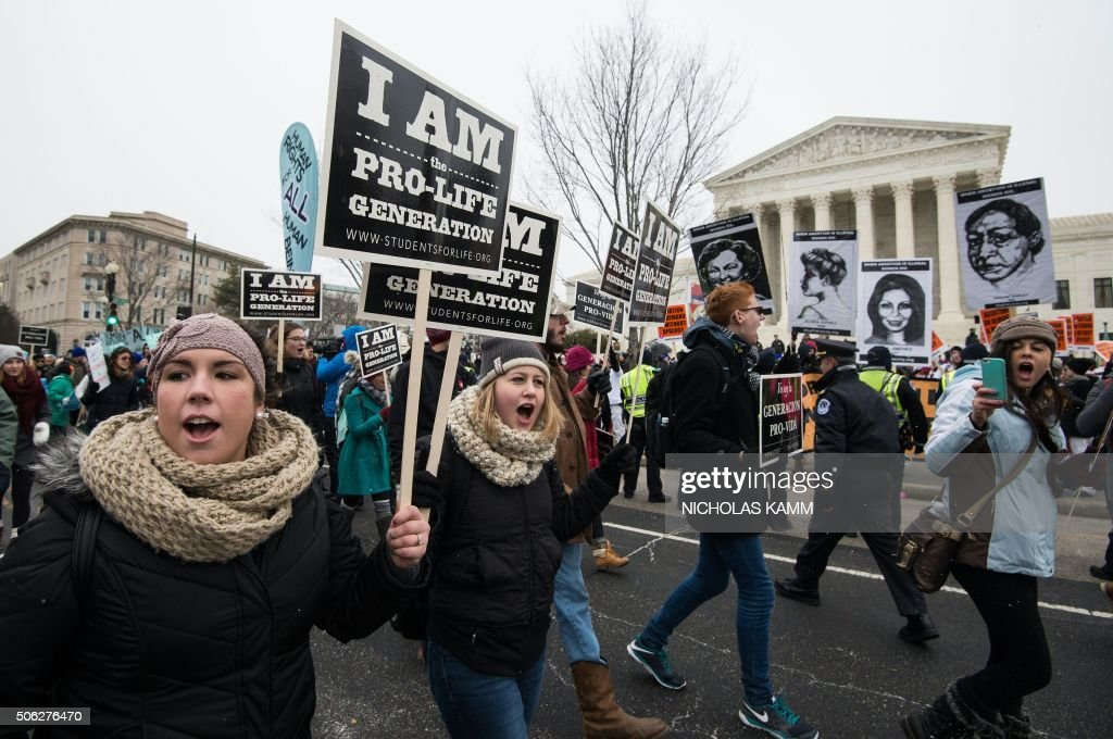 Anti-abortion demonstrators march past the US Supreme Court in Washington, DC, 0n January 22, 2016 as the country marks the 43rd anniversary of the Roe v Wade Supreme Court decision which legalized abortion. / AFP / Nicholas Kamm