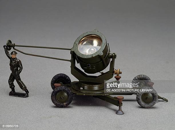 Antiaircraft searchlights with operator Second World War military vehicles handpainted diecast toy made by Britain England 20th century Milan Museo...