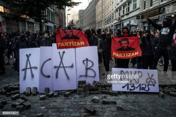 Anticapitalist demonstrators during riots on July 7 2017 in Hamburg Germany German police and protesters clashed for three day during the G20 summit...