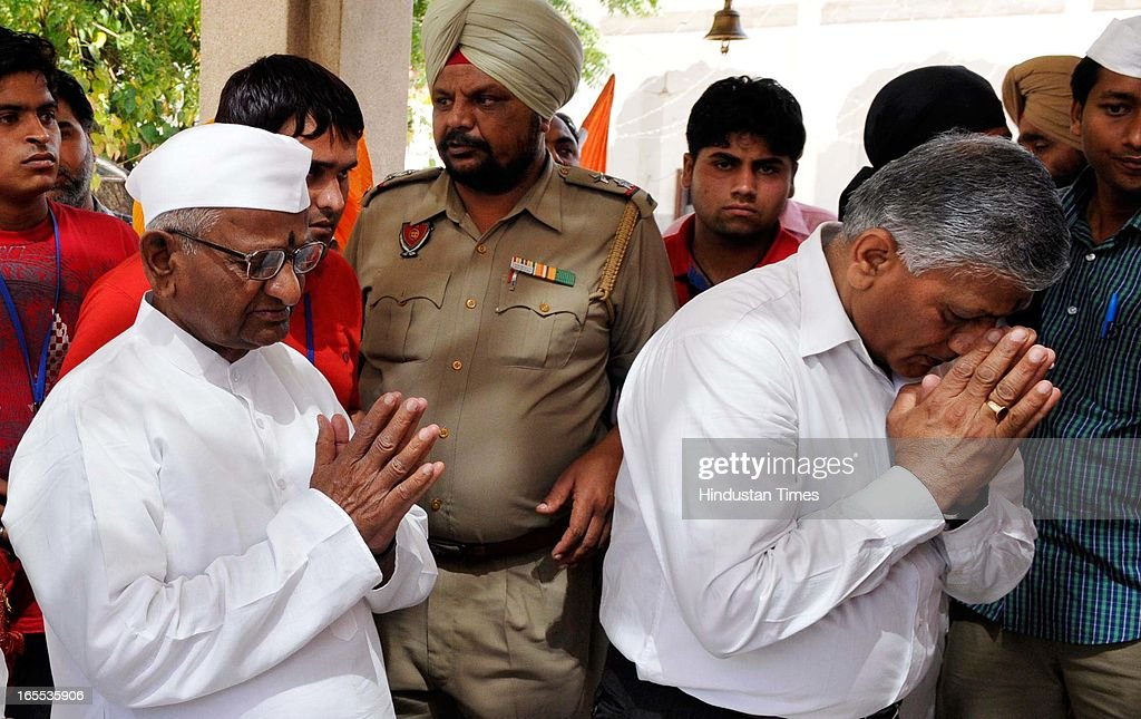 Anti-corruption activist Anna Hazare and former Army chief VK Singh paying obeisance at Historic Kali Mata Temple before beginning his Jantantra Yatra from Ram Leela Ground on April 4, 2013 in Patiala, India.