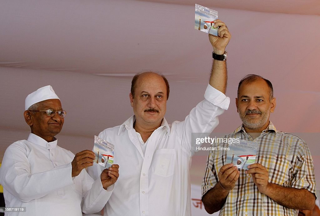 'NEW DELHI, INDIA - AUGUST 2: anti-corruption activist Anna Hazare, Bollywood film actor Anupam Kher, and Team Anna member manish Shoshodi Relase a DVD on the fifth day of Hazare's hunger strikeon August 2, 2012 in New Delhi, India.Indian activist Anna Hazare, who galvanised the country last year with his hunger strikes against corruption, began a new fast July 29 to press demands for a crackdown on official graft. (Photo By Sonu Mehta/Hindustan Times via Getty Images) '