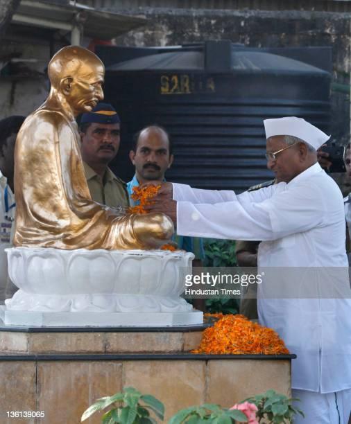 Anticorruption activist Anna Hazare pays homage to Mahatma Gandhi at Juhu before beginning his 3 day fast for demand of stronger Lokpal at Mumbai...