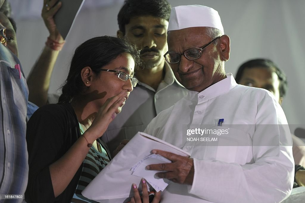 Anti-corruption activist Anna Hazare signs his autograph for a supporter in Hyderabad on February 17, 2013. Hazare, in the southern Indian city campaigned for a strong Lokpal bill and sweeping electoral reforms demanding the Lokpal Bill would be passed in the Budget session of Parliament which begins next month. AFP PHOTO / Noah SEELAM
