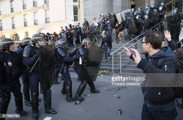 Antifascists clash with police forces as they demonstrate in Paris on April 23 2017 following the announcement of the results of the first round of...