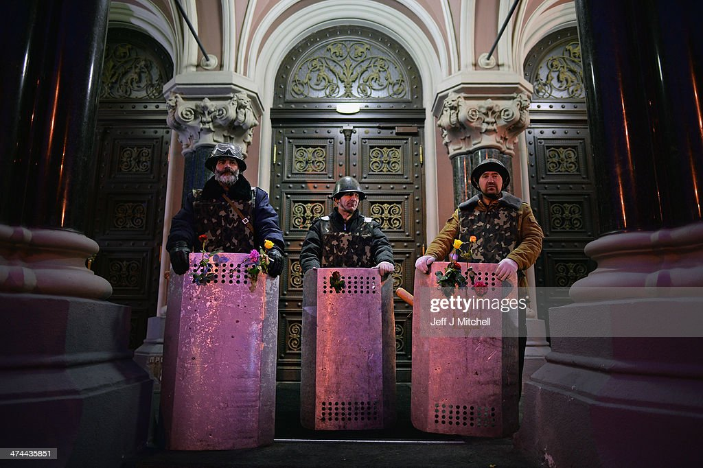 Anti-government demonstrators guard government building near to Independence Square on February 23, 2014 in Kiev, Ukraine.Prime Minister Yanukovych is said to have left Kiev for a eastern stronghold as the country's parliament voted to remove Yanukovych from office and call for new elections.