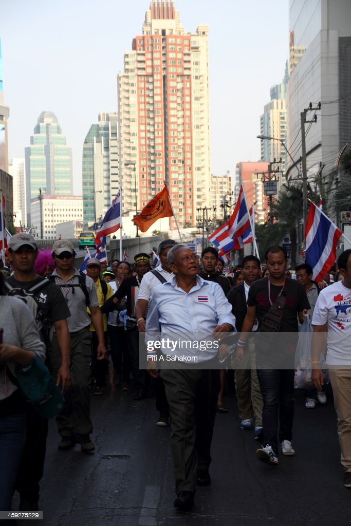 Anti-government protest leader Suthep Thaugsuban and his supporters make their way going back to the Democracy Monument after dispersing from blocking a sport stadium on Tuesday, Dec. 24, 2013 in Bangkok. Suthep has vowed to hound the prime minister wherever she goes and stop the country proceeding with elections scheduled for early February.