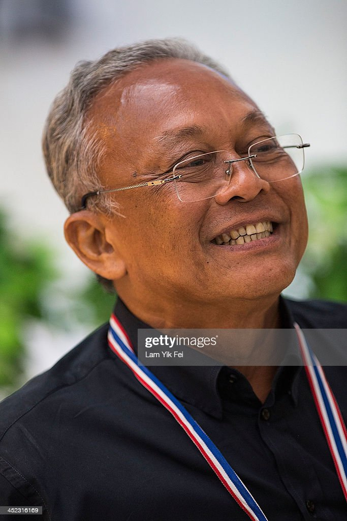 Anti-government protest leader <a gi-track='captionPersonalityLinkClicked' href=/galleries/search?phrase=Suthep+Thaugsuban&family=editorial&specificpeople=5734971 ng-click='$event.stopPropagation()'>Suthep Thaugsuban</a> smiles during take photograph with supporters as occupy the Government Complex on November 28, 2013 in Bangkok, Thailand. Protests began in Bangkok on Sunday. Since then, demonstrators calling on the government to step down have marched on ministries and government bodies in an attempt to shut them down.