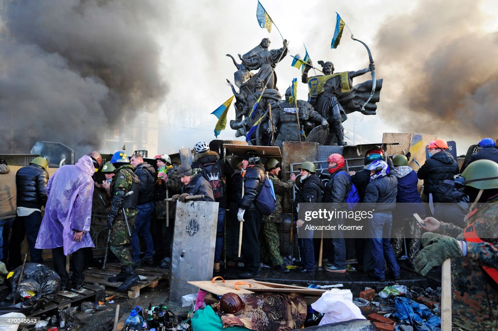 Anti-government protesters clash with police in Independence Square on February 19, 2014 in Kiev, Ukraine. Violent clashes erupted yesterday following renewed anti-government protests, with the death toll rising to 25.