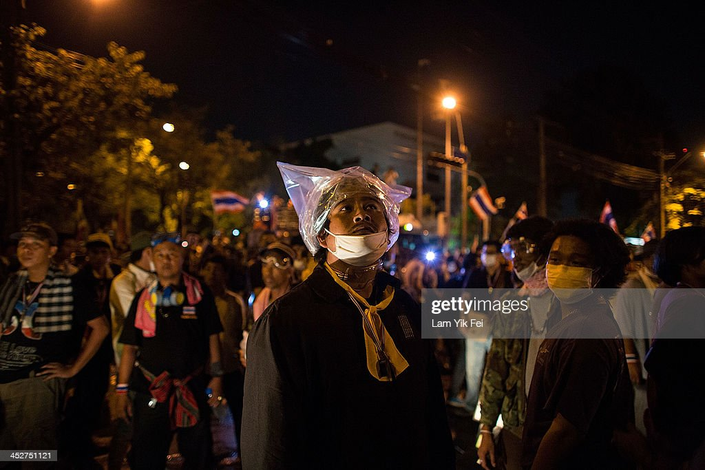 Anti-government protesters gather outside the government house on December 1, 2013 in Bangkok, Thailand. Anti-government protesters in Bangkok say they plan to occupy the government house and the zoo, demonstrators calling on the government to step down have marched on ministries and government bodies in an attempt to shut them down.