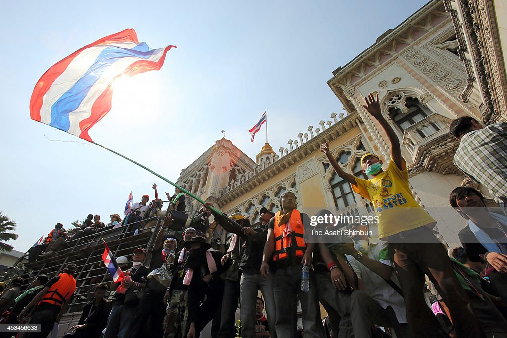 Anti-government protesters occupy the grounds of Government House after police dismantle barricades preventing access on December 3, 2013 in Bangkok, Thailand. The police allowed access, after violent clashes at barricades the previous day, in a symbolic gesture in the run up to the Thai king's birthday. The protesters who number in tens of thousands have declare a victory in their campaign to topple the government, while Thailand's army chief has asked that the occupation be brief.