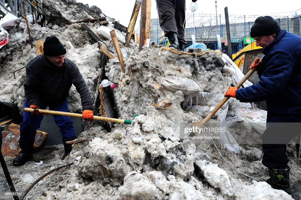Anti-government protesters rebuild a barricade, as rising temperatures melt the snow previously used to build it, close to Independence Square on February 14, 2014 in Kiev, Ukraine. Russian Foreign Minister Sergei Lavrov again issued a warning to the West against interfering in Ukraine's political crisis during today's joint press conference with German federal foreign Minister Walter Steinmeier, who is on a two-day visit to Russia. According to reports Ukrainian opposition leaders Vitaly Klitschko and Arseny Yatsenyuk are set to meet with German Chancellor Angela Merkel next Tuesday in Germany.