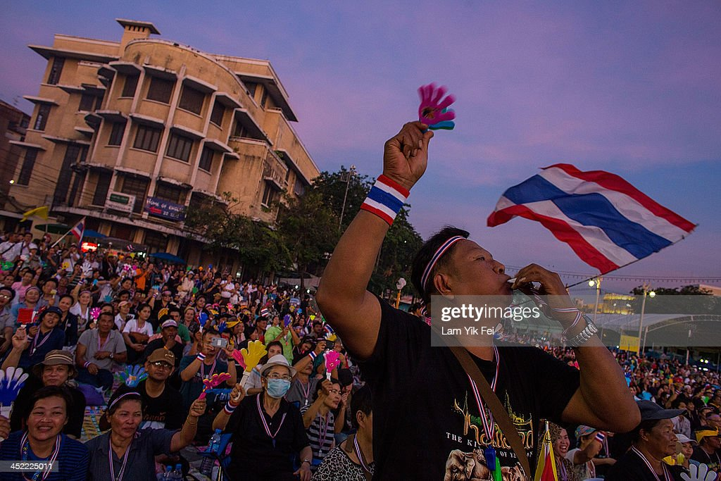 Antigovernment protesters take part in a rally at Democracy Monument on November 27 2013 in Bangkok Thailand The Prime Minister of Thailand Yingluck...