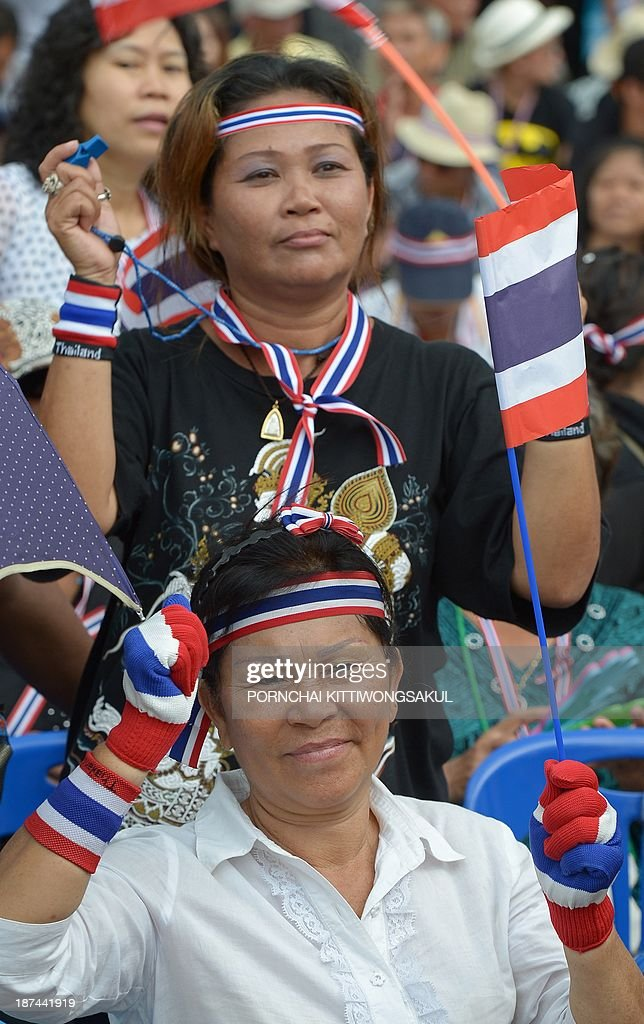 Anti-government protesters wave national flags during a rally against an amnesty bill at Democracy monument in Bangkok on November 9, 2013. Thai anti-government protesters gathered in Bangkok seeking to raise pressure on the Thai government over its controversial political amnesty bill. AFP PHOTO / PORNCHAI KITTIWONGSAKUL