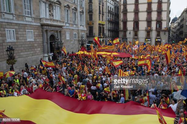 Antiindependence demonstrators march in protest against the independence referendum on September 30 2017 in Barcelona Spain The Catalan government is...