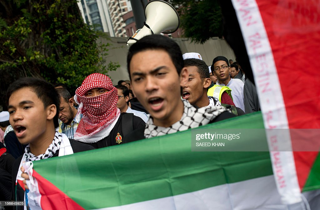 Anti-Israel protesters march towards the US embassy during a protest in Kuala Lumpur on November 23, 2012. Dozens of students after offering their Friday prayers marched towards the US embassy while holding placards and banners to condemn Israel military aggression in Gaza and demanded the US be sincere in its efforts in the crisis. AFP PHOTO / Saeed KHAN
