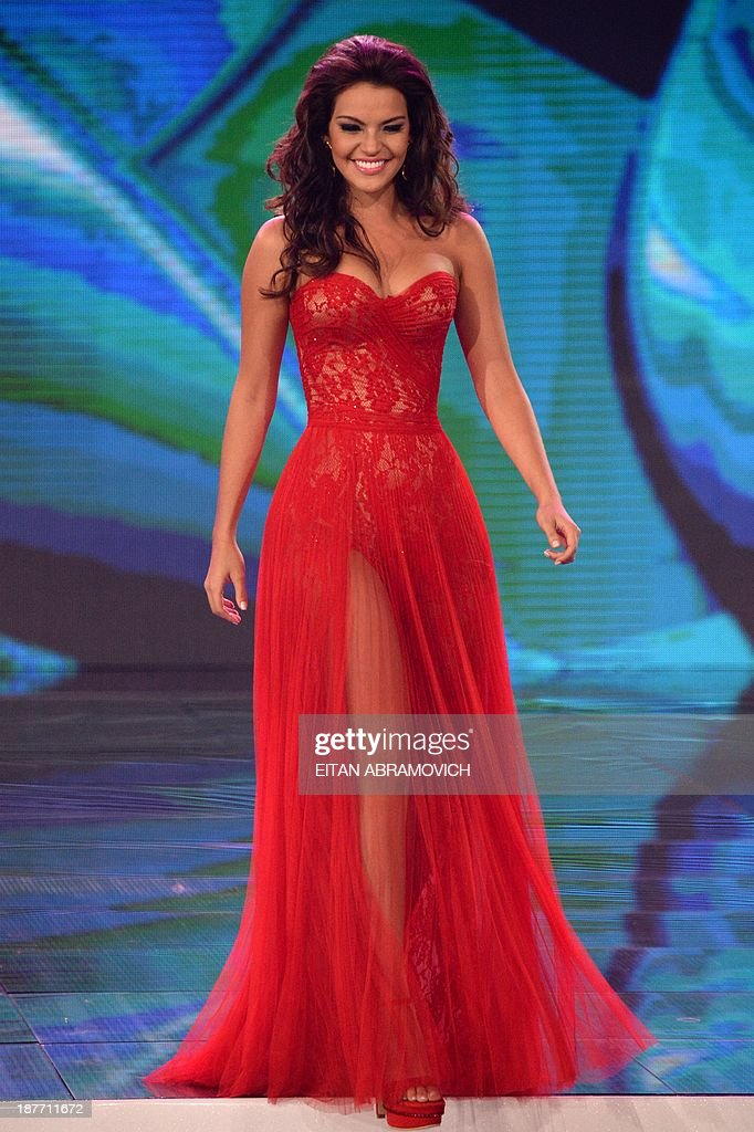 Antioquia department's contestant Carolina Crovo walks the runway in the evening gown competition of the Miss Colombia beauty pageant in Cartagena, Colombia, on November 11, 2013. AFP PHOTO / Eitan Abramovich