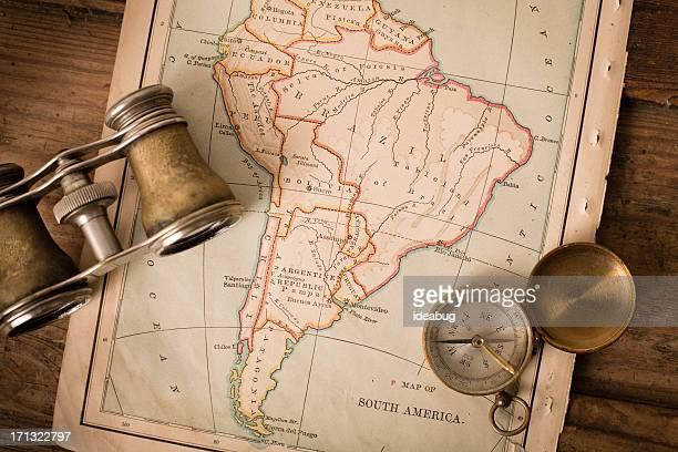 1870 antigo mapa de América do Sul, binóculos e bússola