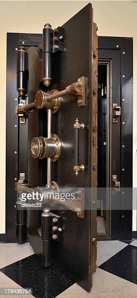 Ancienne Porte de chambre forte de la banque