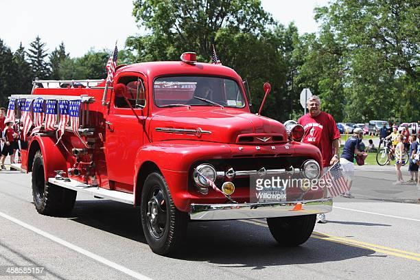 Antiguidade Ford Motor de fogo em 4 de Desfile de Julho, férias