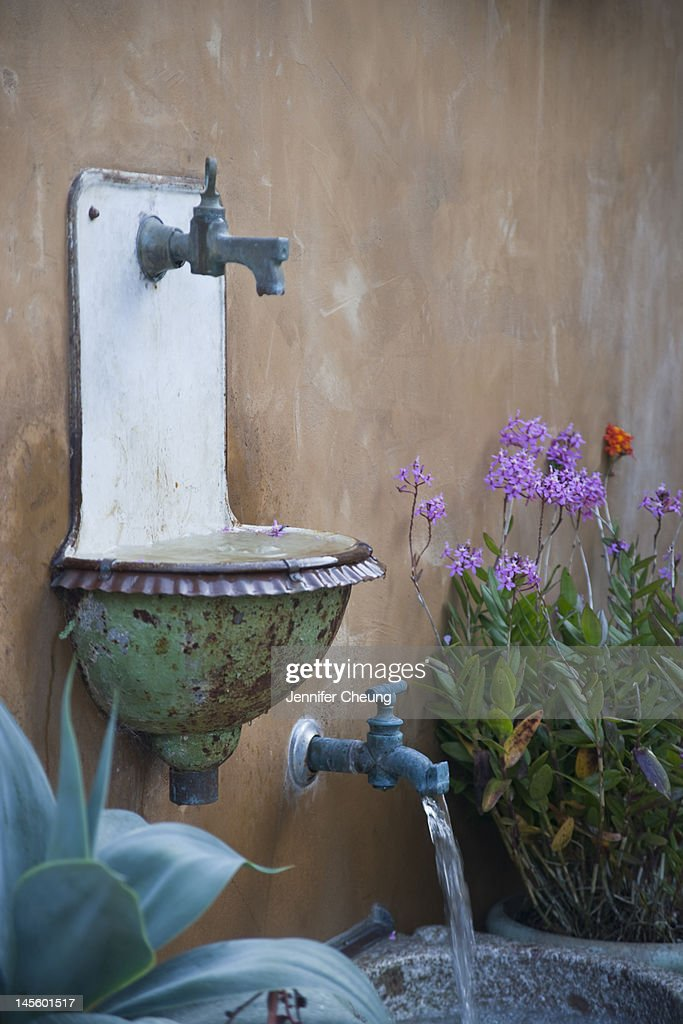 Antique French sink as a garden water feature : Stock Photo
