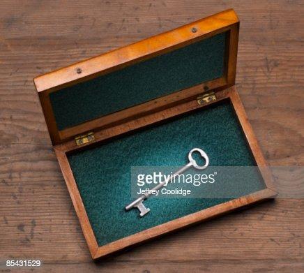 Antique Key in Wooden box : Stock-Foto