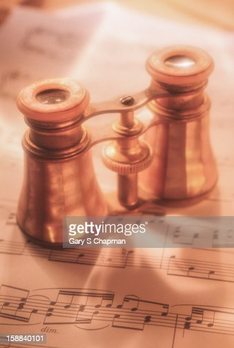 Antique opéra glasses on a music score : Stock Photo