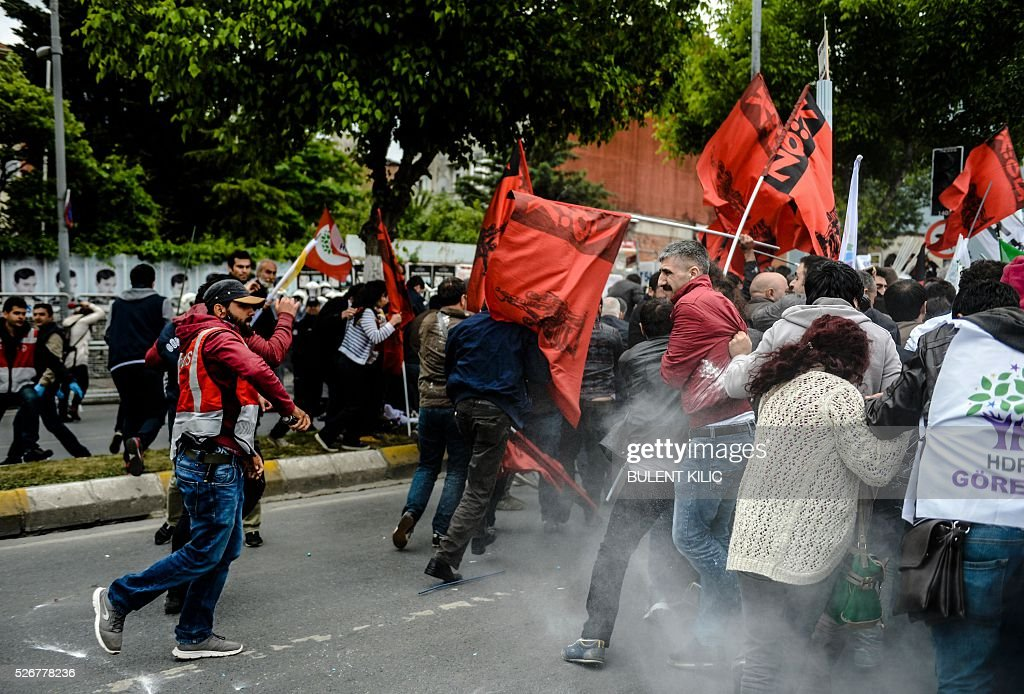 Anti-riot police attempt to disperse protesters at a May Day rally in Bakirkoy, a district of Istanbul, on May 1, 2016. Turkish labour activists and leftists marked the annual May Day holiday, with thousands of security deployed and bracing for trouble after the authorities refused to allow protests in central Taksim Square. / AFP / BULENT
