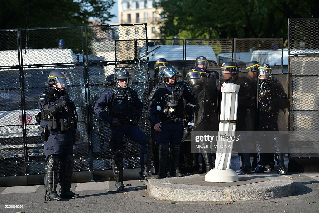 Anti-riot police forces stand guard on the Place de la Republique following clashes between French anti riot police and protesters during the traditional May Day demonstration in Paris on May 1, 2016.