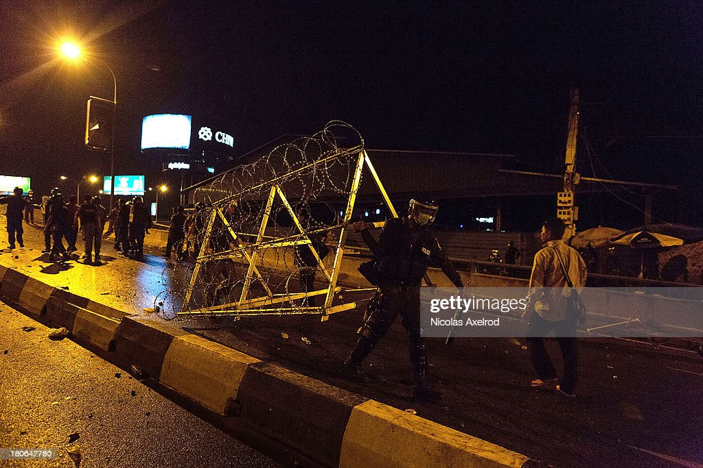 Anti-riot police place razor wire after clashes erupted near Monivong bridge South of Phnom Penh on September 15, 2013 in Phnom Penh, Cambodia. The CNRP plan a three day demonstration to contest the Cambodian national election results.