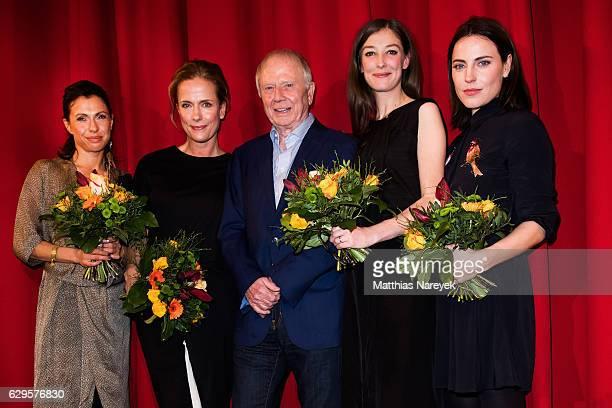 Antje Traue Claudia Michelsen Wolfgang Petersen Jana Pallaske and Alexandra Maria Lara attend the German premiere of the film 'Vier gegen die Bank'...