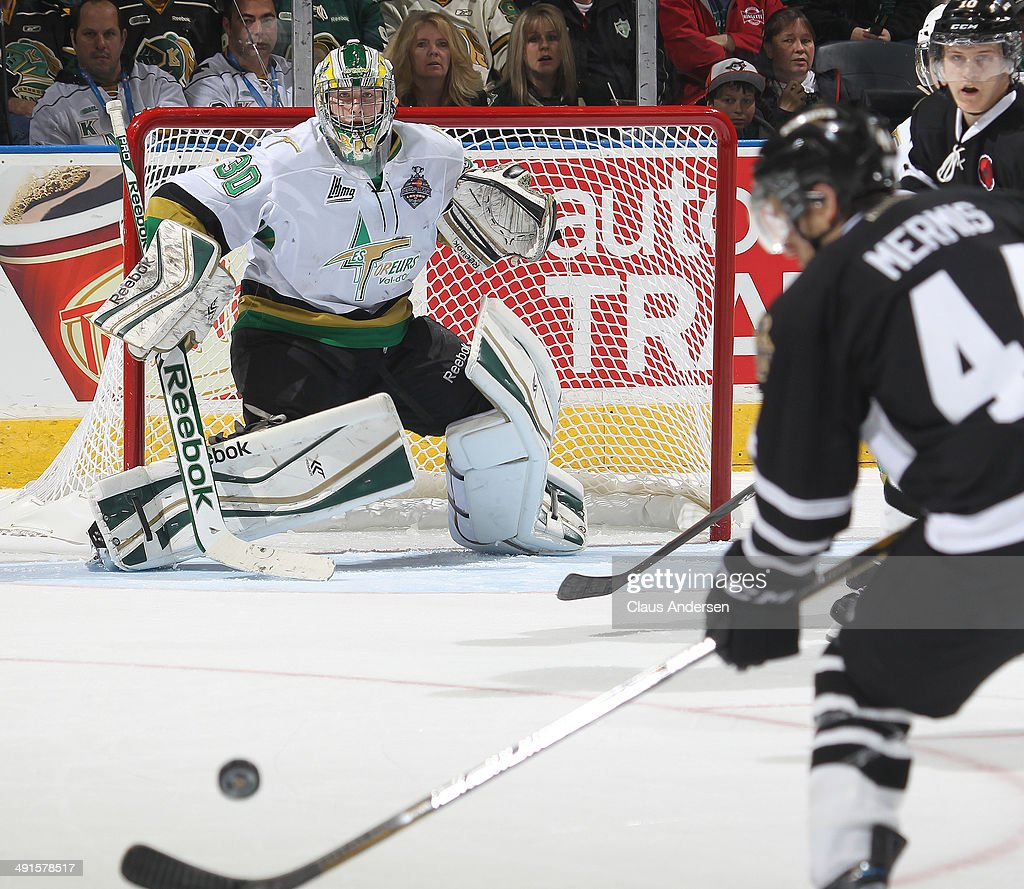 Antoine Bibeau #30 of the Val'Dor Foreurs gets set to face a shot against the London Knights in Game One of the 2014 Mastercard Memorial Cup at the Budweiser Gardens on May 16, 2014 in London, Ontario, Canada. The Foreurs defeated the Knights 1-0.