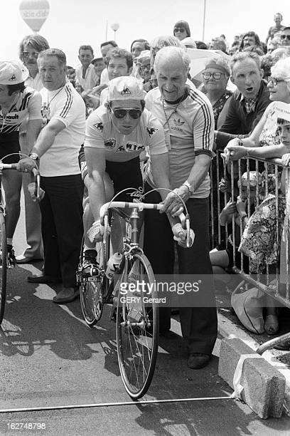 Antoine Blondin On Tour De France En France en juillet 1979 Antoine BLONDIN suit le tour de France cycliste pour le journal L'Equipe Ici Bernard...