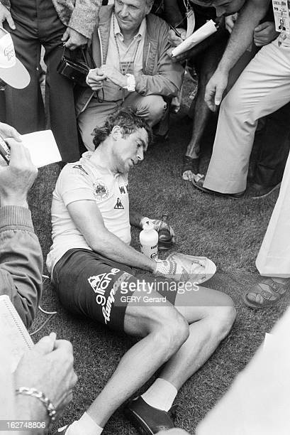 Antoine Blondin On Tour De France En France en juillet 1979 Antoine BLONDIN suit le tour de France cycliste pour le journal L'Equipe Les journalistes...