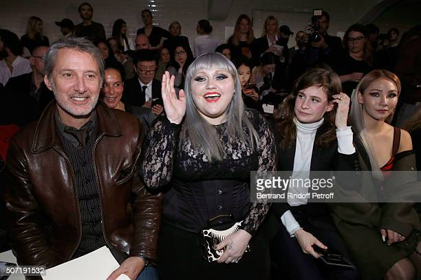 Antoine de Caunes Singer Beth Ditto Singer Eloise Letissier alias 'Christine and the Queens' and Znei attend the Jean Paul Gaultier Spring Summer...