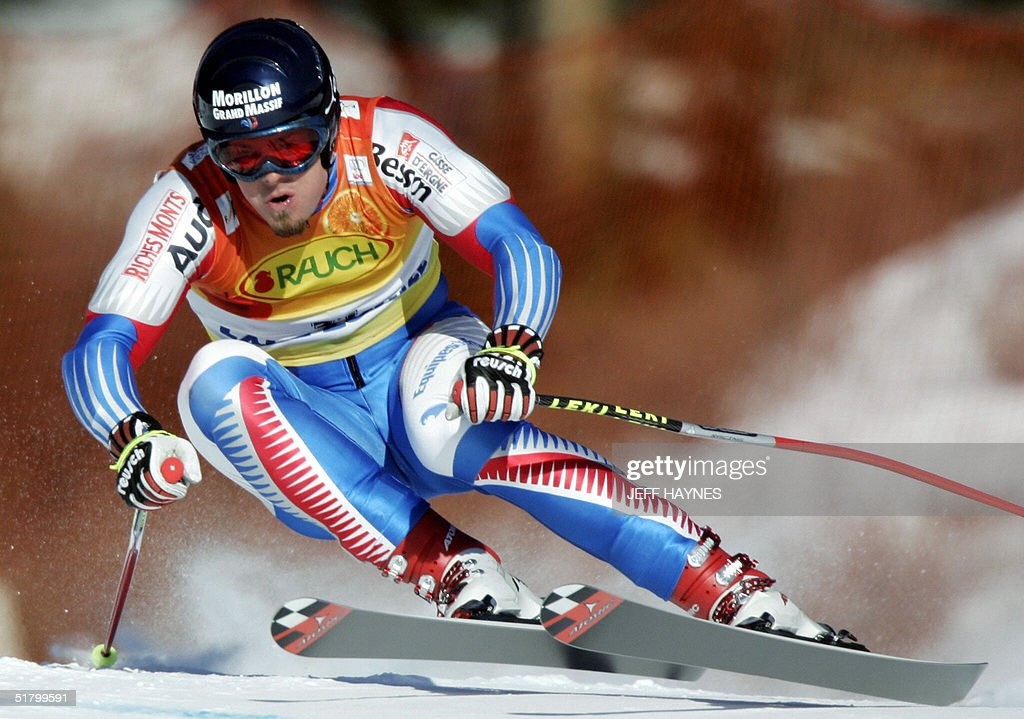 Antoine Deneriaz of France takes a turn on the Men's Super-G course 28 November 2004 at the Lake Louise Ski Resort in Lake Louise, Canada. Deneriaz had a time of 1:29.97 in the event.