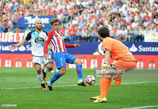 Antoine Greizmann of Club Atletico de Madrid beats Poroto Lux of RC Deportivo la Coruna to score his team's opening goal during the La Liga match...