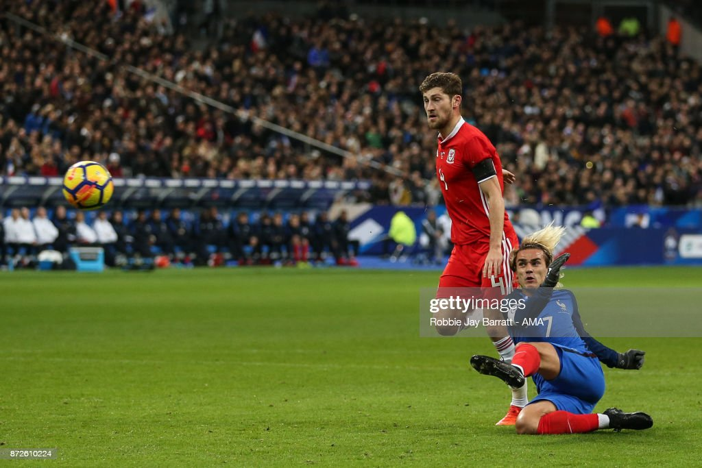 Antoine Greizmann of France scores a goal to make it 1-0 during the International Friendly fixture between France and Wales at Stade de France on November 10, 2017 in Paris, France.