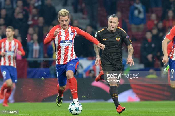 Antoine Griezmann of Atletico de Madrid and Naingolann of AS Roma during the UEFA Champions League group C match between Atletico Madrid and AS Roma...