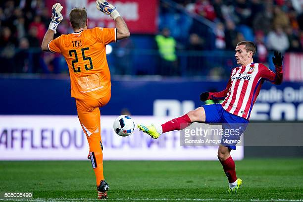 Antoine Griezmann of Atletico de Madrid competes for the ball with goalkeeper Yoel Rodriguez of Rayo Vallecano de Madrid to score during the Copa del...