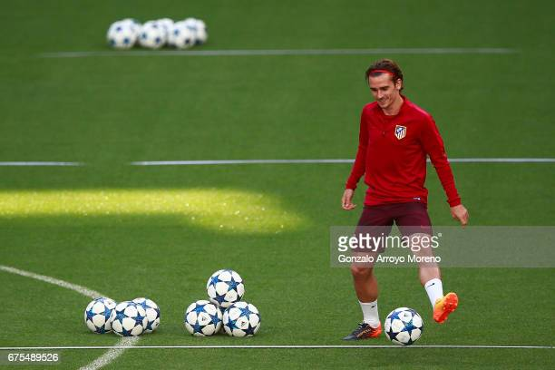 Antoine Griezmann of Atletico de Madrid excersises during a training session ahead of the UEFA Champions League Semifinal First leg match between...