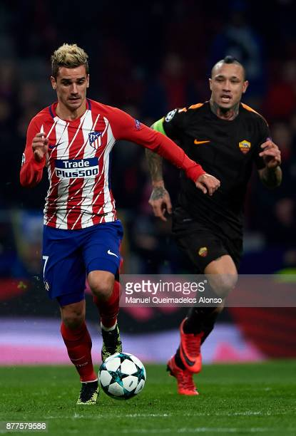 Antoine Griezmann of Atletico de Madrid runs with the ball during the UEFA Champions League group C match between Atletico Madrid and AS Roma at...