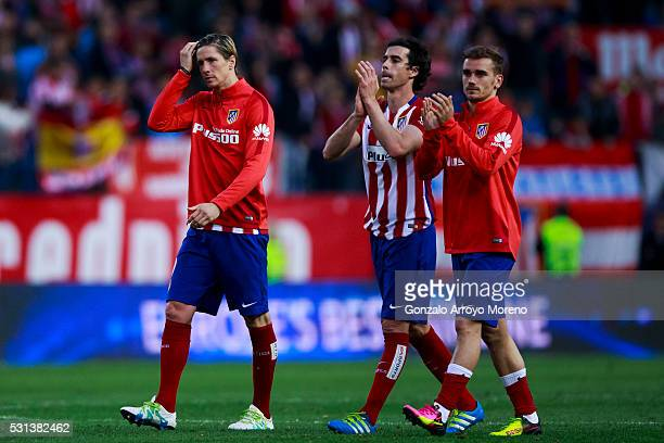 Antoine Griezmann of Atletico de Madrid waves the audience with teammates Tiago Mendes and Fernando Torres after the La Liga match between Club...