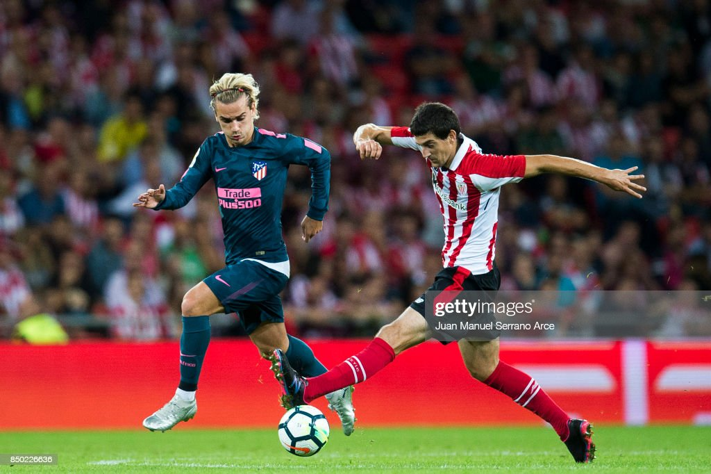 Antoine Griezmann of Atletico Madrid competes for the ball with Mikel San Jose of Athletic Club during the La Liga match between Athletic Club and Atletico Madrid at on September 20, 2017 in Bilbao, Spain.
